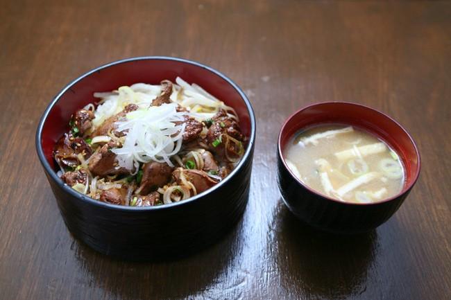 鹿児島県産鶏の白レバ丼