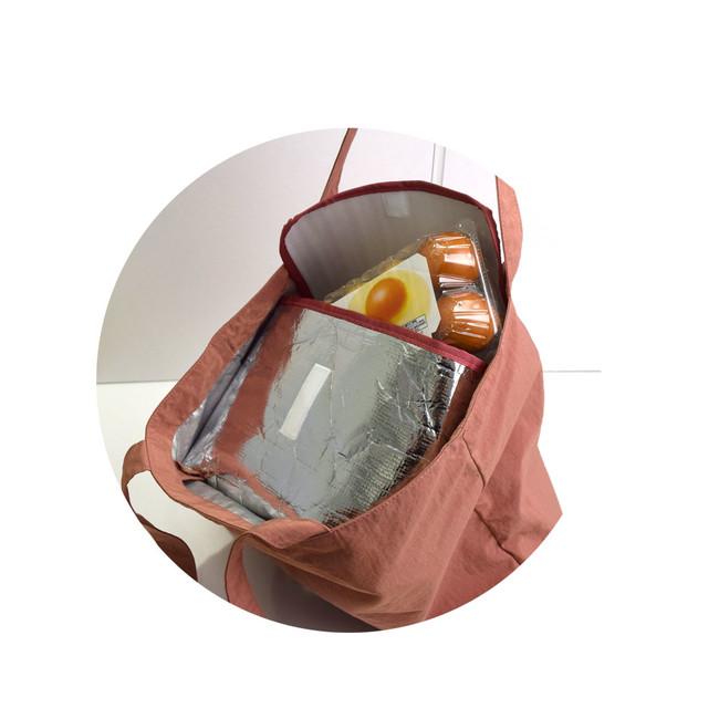 保冷アルミポーチはバッグの上部にセットできます
