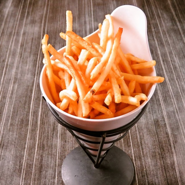 一度食べたら止まらない超カリカリ、サクサクな食感を追求した超極細タイプポテトです。