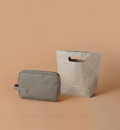 左から、Waphytoオリジナル バンブーポーチ、ウォッシャブルペーパーバッグ
