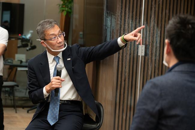 藤井輝夫氏