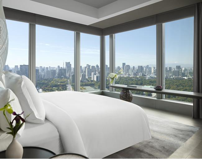 美しい東京のスカイラインを臨む、フォーシーズンズホテル東京大手町