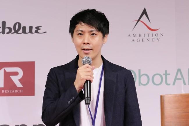 プロジェクト後の成果についてプレゼンテーションする当社マーケティング責任者・廣野