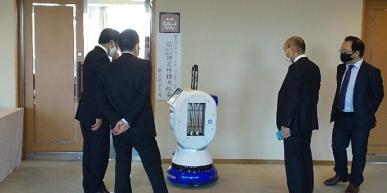 株主様や関係者に注意喚起及び除菌のPRを行う除菌ロボット(紫外線照射はしていません。)