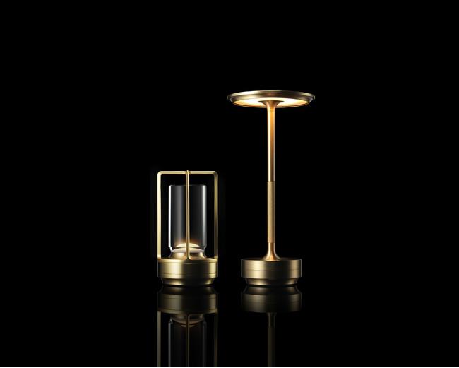 左からTURN+ (ターンプラス)、TURN(ターン)真鍮 Photo Hiroshi Iwasaki