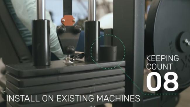 ウエイトに取り付けたセンサーの上下運動によりカウントされる仕組みなので、既存のマシンにも対応します。マシン買い替えの必要はありません。