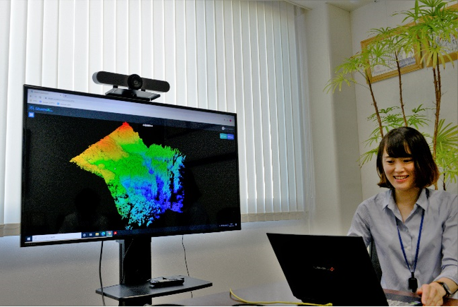 災害箇所の点群データを解析している様子 (株式会社寒河江測量設計事務所提供)