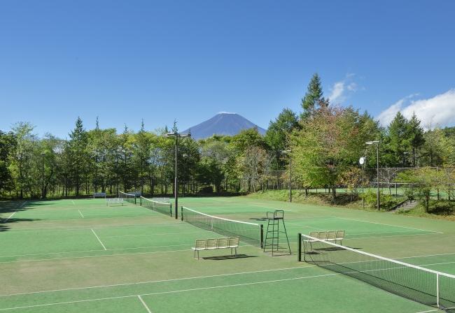 富士山を望むテニスコート