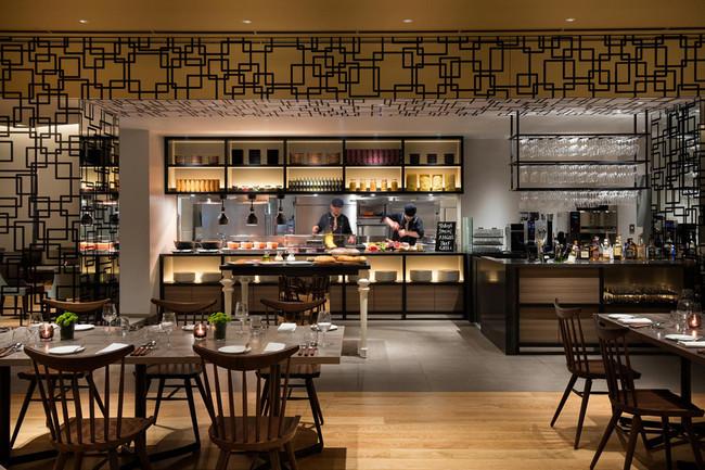 Dining & Bar LAVAROCK店内