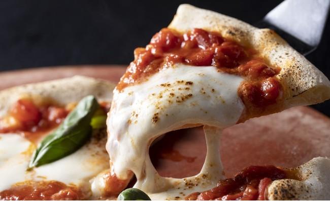全22種の具材から選んで作る「カスタムピザ」1,200円より