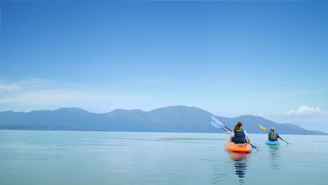 雄大な琵琶湖を望むカヤック