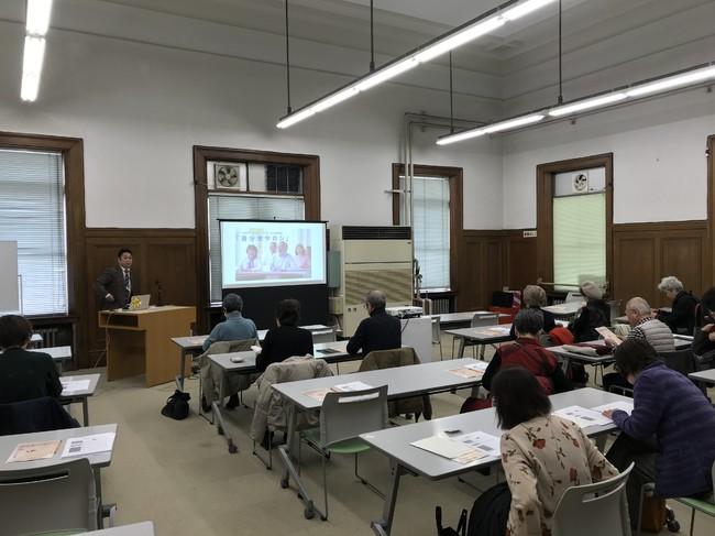 大阪府立中之島図書館で開催した「自分史サロン」風景