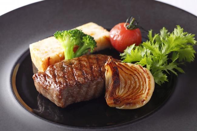 """神奈川県産""""葉山牛""""サーロインまたはフィレ肉のグリル 爽やかなケッパーソースで"""