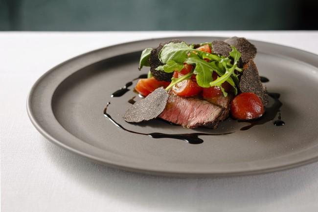 和牛サーロインのタリアータ フレッシュトマトと黒トリュフを添えて