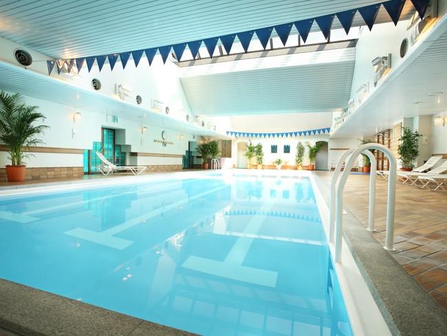 ホテル5階 室内プール