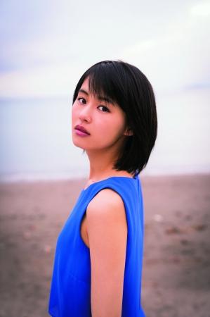 青い服を着た竹内愛紗