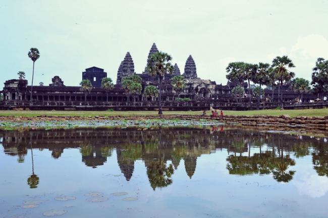 12世紀にヒンドゥー教寺院として建造され、カンボジア国旗にも描かれているアンコール・ワット(C)若林聖人