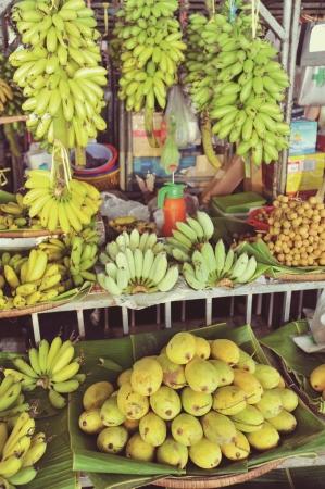 市場やレストランには、季節の食材を取り入れた様々な食が溢れています。(C)若林聖人