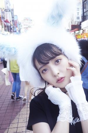 上坂すみれ写真集「すみれいろ」(東京ニュース通信社刊)