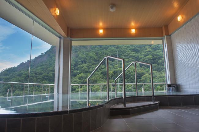 かじか荘自慢の温泉(内風呂からの眺め)