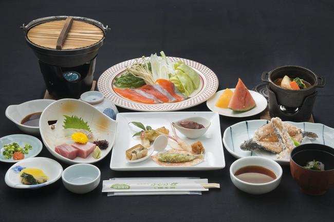 栃木県の「ヤシオマス」や「HIMITSU豚」など地場産にこだわったコース料理は、どれも個性的で味わい深い逸品。上掲写真はイメージです。食材の仕入れ状況により料理の内容が写真と異なる場合がございます。