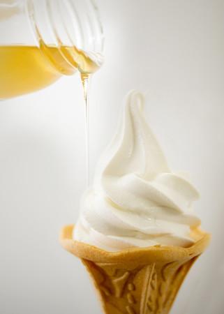 地場産ハチミツを加えたソフトクリーム