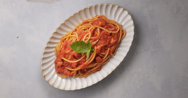 フレッシュな酸味が特徴のダッテリーニトマトを使ったソース。料理のベースにも使えます。