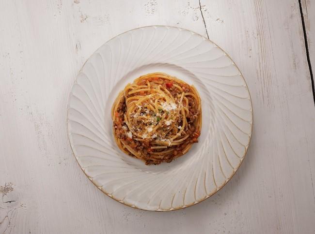 牛肉の旨味とトマトの酸味、オニオンや香味野菜の甘みのバランスが良いパスタソース。