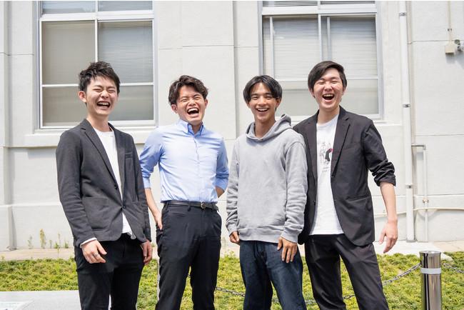 左から杉野(動画クリエイター)、清水(代表取締役)、桑島(動画クリエイター、長崎大学)、松田(デザイナー)