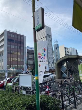 商店街の街頭にはのぼりの設置