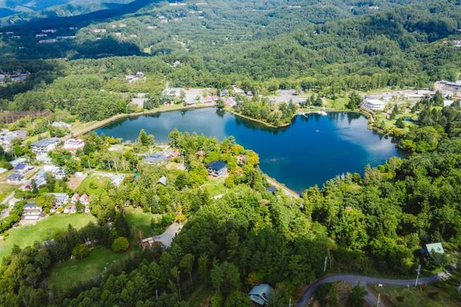 上空から見る蓼科湖