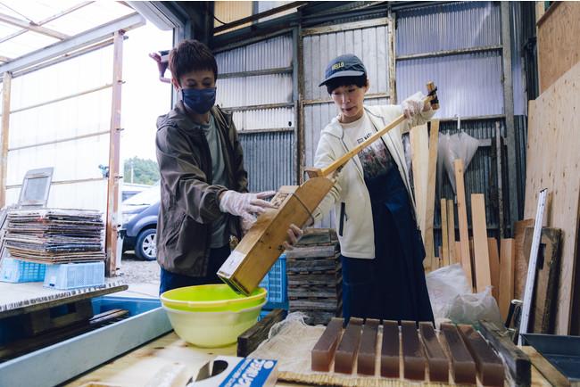 天然角寒天の生産量日本一の地域で寒天作りを体験