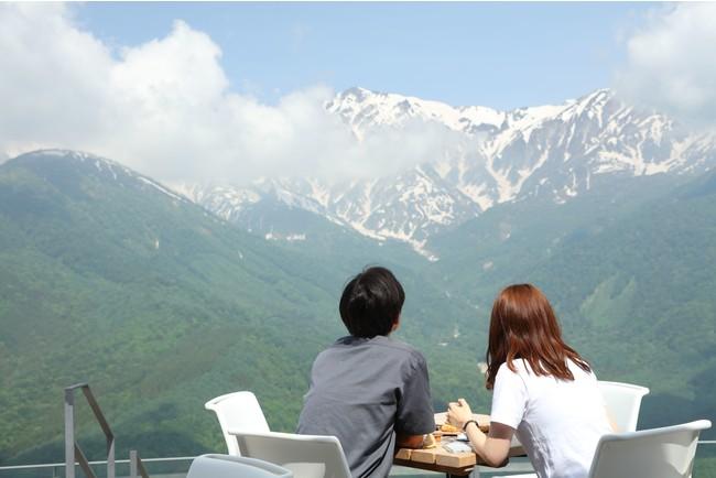 絶景テラス&カフェ「HAKUBA MOUNTAIN HARBOR」からの景色