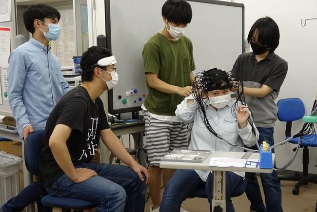 公立諏訪東京理科大学篠原研究室実験の様子