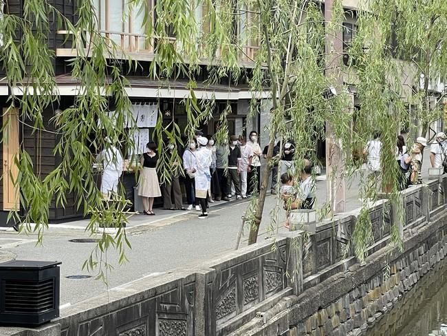 城崎温泉の風情豊かな柳通りに面した店舗