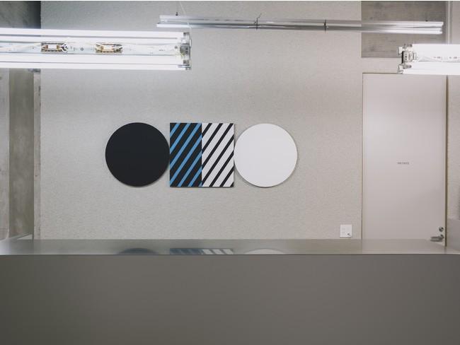 フロントアートワークは、五月女哲平氏によるオリジナル作品
