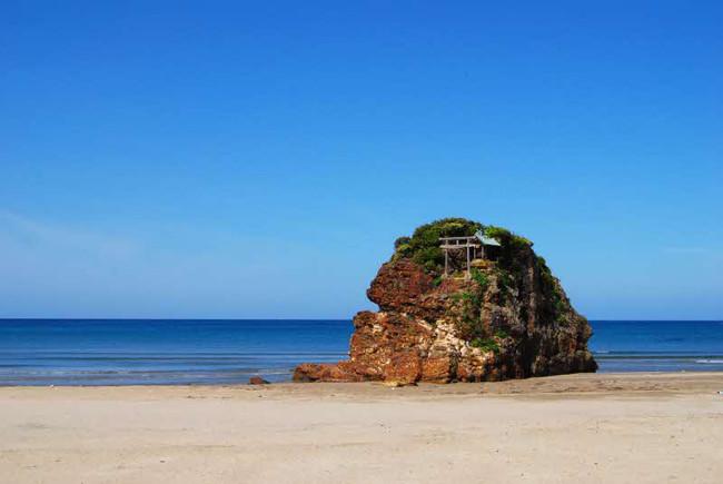 稲佐の浜と弁天島