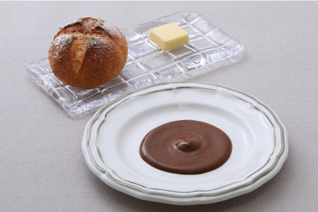 自家製パンと季節のソース(写真はポルチーニ)