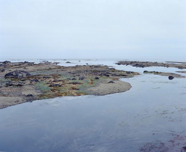 エレナ・トゥタッチコワ 「知床:干潮を待つ」より 2020年 c-print、イメージサイズ 1100mm x 900mm