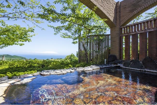 相模灘を眺める絶景の露天風呂