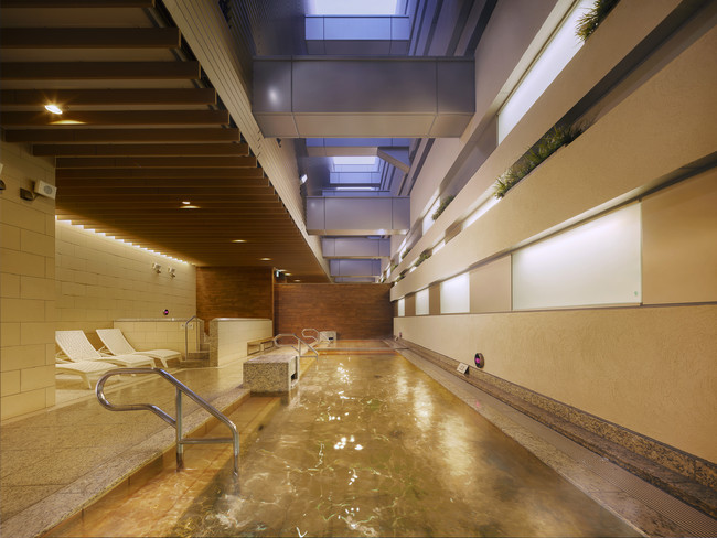 開放感あふれる外気浴スペース