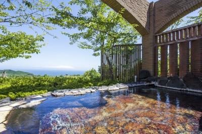 相模灘を一望できる露天温泉