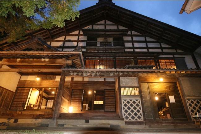 玄関は左から殿様用、家臣用、住人用に分かれている