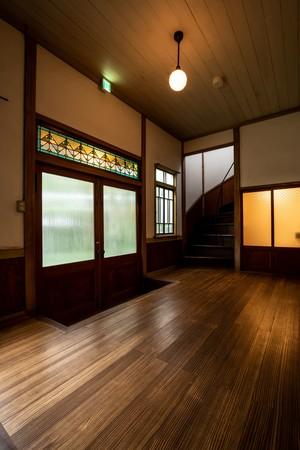 レトロな洋館の玄関