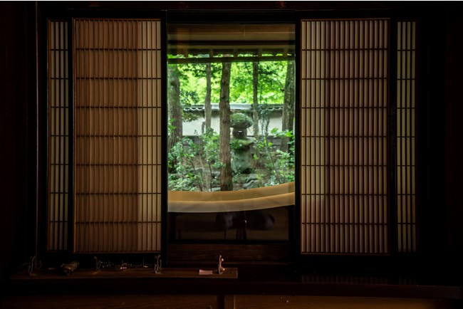 書院窓を開けると浴室に