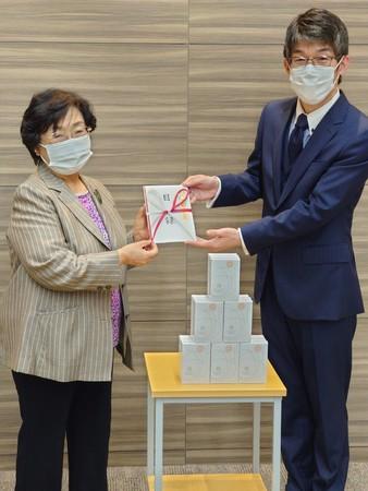 ▲南風病院 貞方洋子理事長(左)と健康家族 藤雄氏副社長(右)