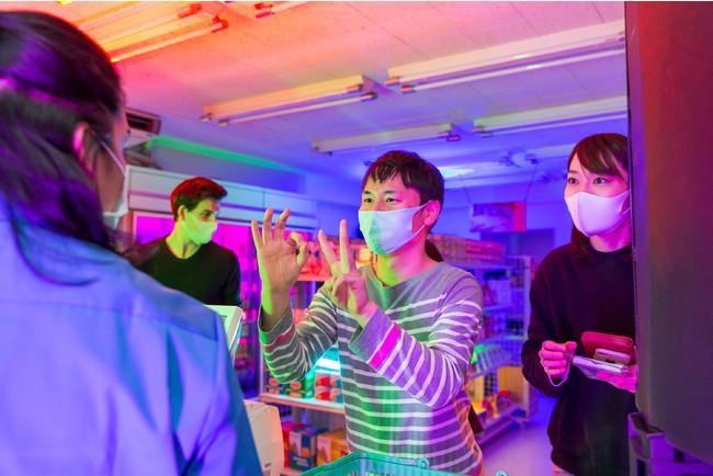 『Clear Mask Project』の啓発として行われた体験型イベント『爆音コンビニ DEAF-MART』