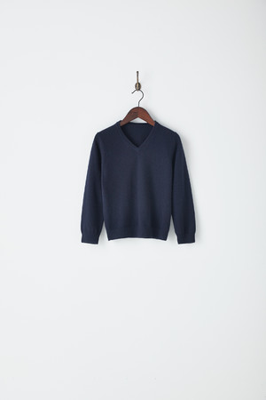 Vネックセーター 120・130cm 10,120円 140・150cm 10,450円