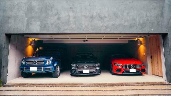 3台の車が収納できるフラットアクセスガレージ
