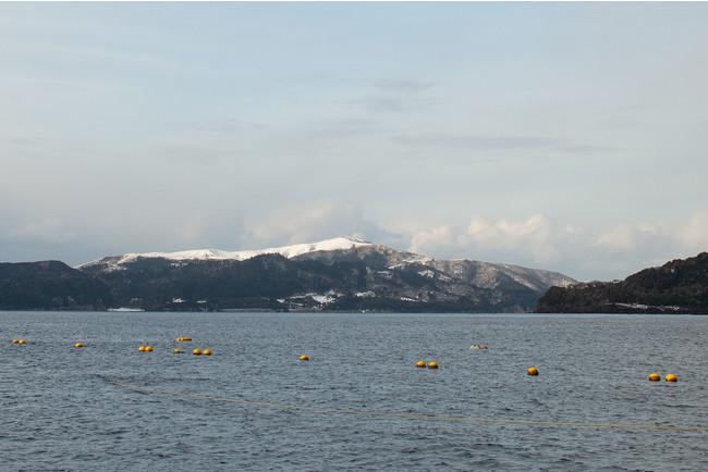 漁場からは赤ハゲ山が見える